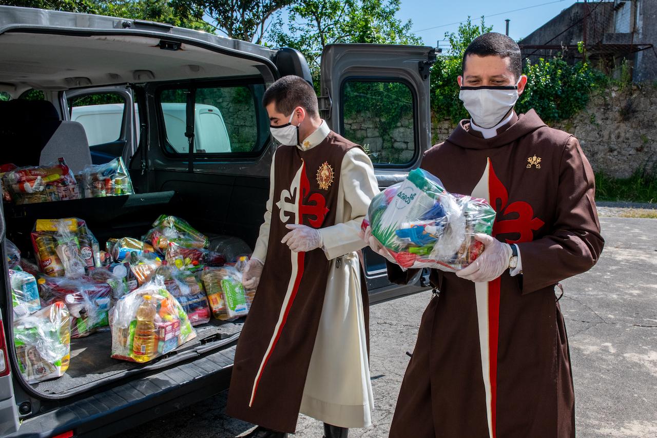 Braga: Arautos distribuem cestas solidárias (Vídeo)